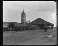President Theodore Roosevelt's train at Union Station, Portland, 1902