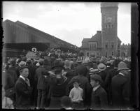 President Theodore Roosevelt addressing crowd, Union Station, Portland, 1902