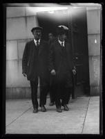 Accused murderer Benjamin Turner exiting courtroom, Portland, 1926