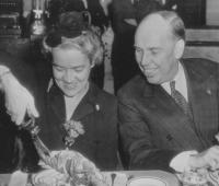 Margaret Chase Smith and Ralph Owen Brewster enjoying a lobster