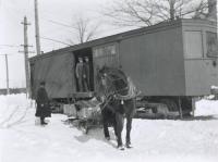 Unloading grain, Eliot, 1916