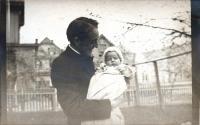 Hallett Elliot and son, 1910