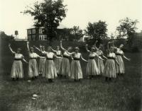 Nasson Girls in Makin Field, Springvale, 1916