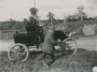 Temporary repairs to the Locomobile Steamer, ca. 1911