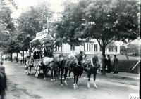 Joe the Clothier parade float, Biddeford, 1916