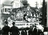 Everett Staples store parade float, Biddeford, 1916