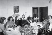 Redington-Gilman girls dining, Fairfield, ca. 1955