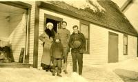 Pvt. Ardine Richardson visits Fremont Allen family, Strong, ca. 1918