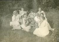 Powder House Hill picnic, Farmington State Normal School, 1918