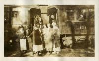 Students boarding the train for home, Farmington, 1918