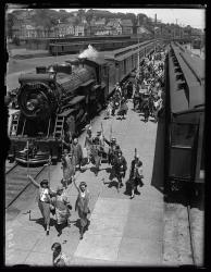 Business and Professional Women at Grand Trunk station, 1925