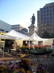 Monument Square on the day of the Farmers' Market, 2004