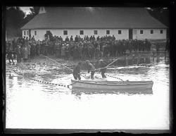 Capturing salmon, Raymond, 1926