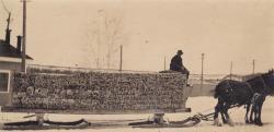 Transporting spool bars, Lincoln, 1916