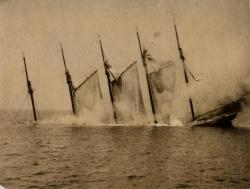Sinking of the schooner 'Dorothy B. Barrett', 1918