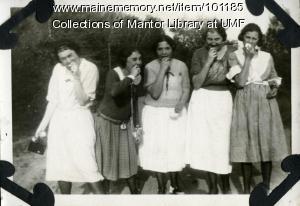 Normal School students eating apples, Farmington, ca. 1922