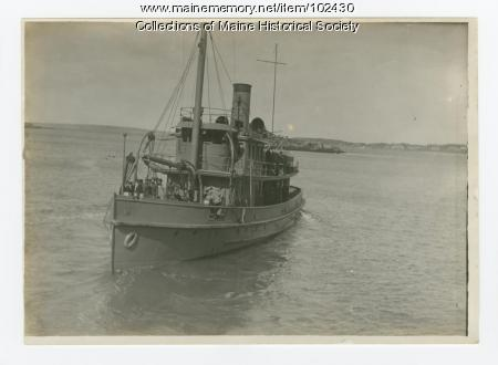 Boat in Casco Bay carrying World War I soldiers, ca. 1917