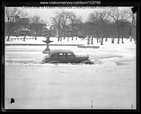 Car broke through ice at Deering Oaks, Portland, 1936