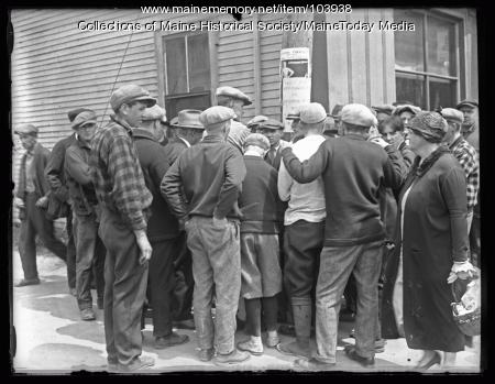 Street scene during Kirby manhunt, Winthrop, 1925