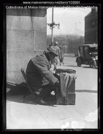 Man playing hand organ, Portland, 1920