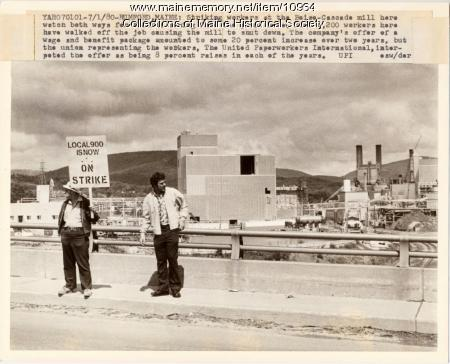 Papermakers on strike rumford 1980