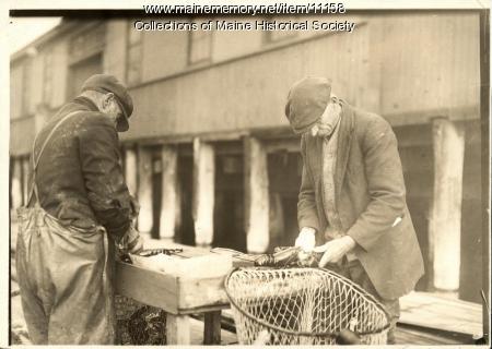 Plugging crusher claws, Portland, ca. 1930