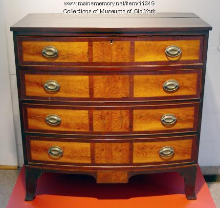 Hepplewhite Federal chest of drawers, York, ca. 1810