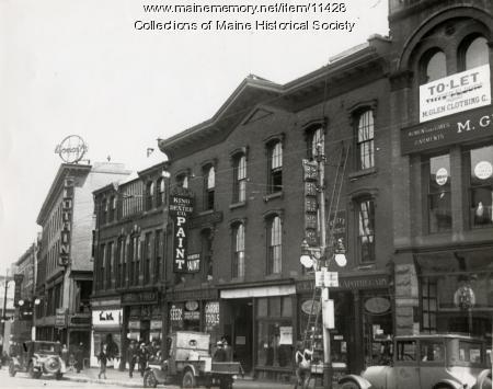"""""""Evening Express"""" building, Portland, ca. 1900"""