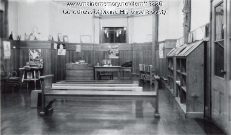 Children's room, Walker Memorial Library, 1943