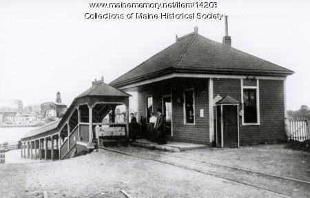 Passenger waiting room, Kittery, c. 1900