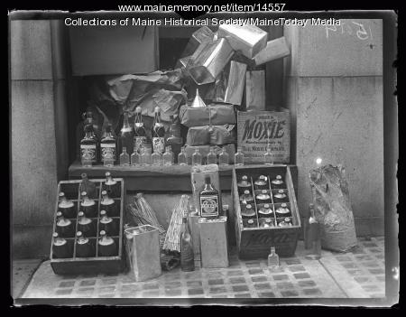 Confiscated liquor bottles, Portland, 1927