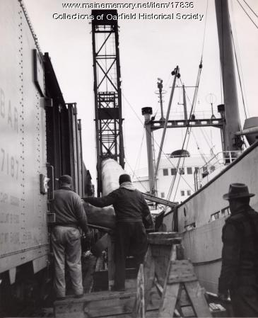 Bangor and Aroostook Railroad ice reefer in Searsport, c. 1965