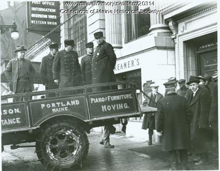 Chapman Bank moving day, Portland, 1924