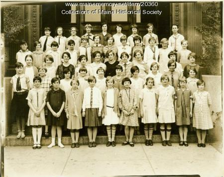 Girls Glee Club, Lincoln Junior High School, Portland, 1927