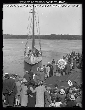 Schooner Bowdoin, backing off the pier, Wiscasset, 1926
