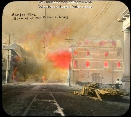 Public library on fire, Bangor, 1911