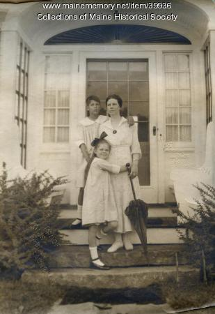 Violetta Berry and daughters, Portland, ca. 1920