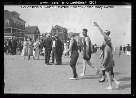 Bathers and strollers, Old Orchard Beach, ca. 1920