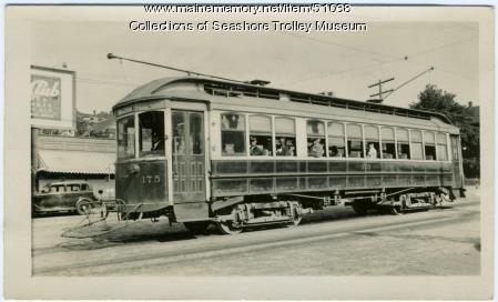 Semi-convertible trolley car, Portland, 1935