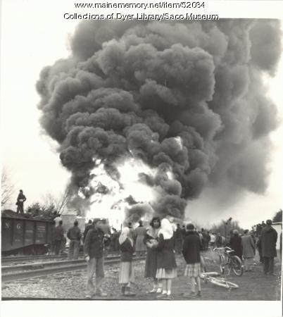 Spectators at the Richfield Oil Fire, Saco, 1953