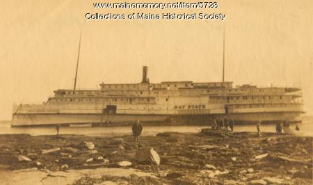Bay State side- wheel steamer ship grounded at Cape Elizabeth, Maine, 1916