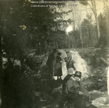 Soldiers at the Cascades, Farmington, 1917