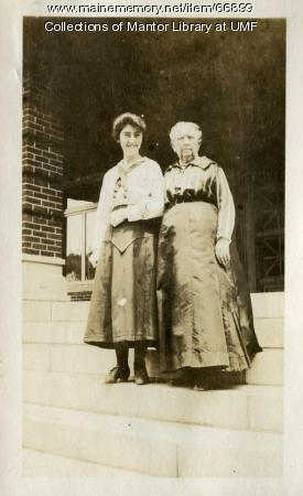 Aunt Prudy visits Farmington State Normal School, 1918