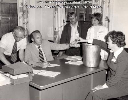 Bruce Hamilton with employees, Brewer, 1973