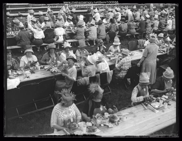 BPW convention clambake, Peaks Island, 1925