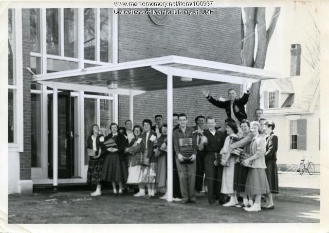 Library moving day, Farmington, 1956
