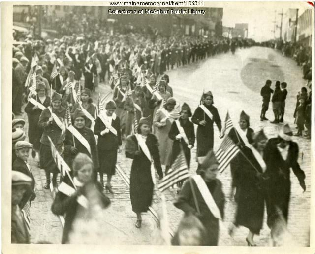 Female mill workers on parade, Biddeford, 1933