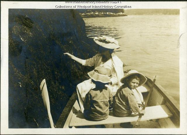 Picking mussels, Westport Island, ca. 1912