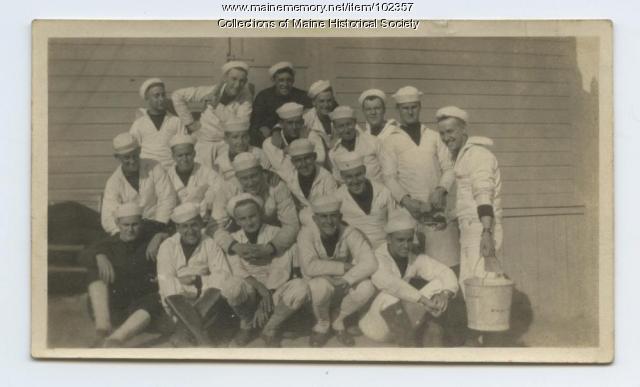 Navy sailors on mess duty, 1918