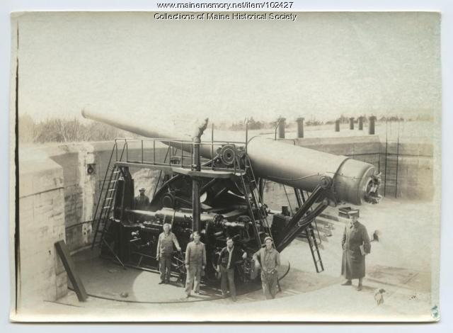 National Guardmen pose next to disappearing gun at Fort Williams, Cape Elizabeth, 1917